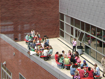 Children eating lunch on the patio of Aspen Middle School during the day