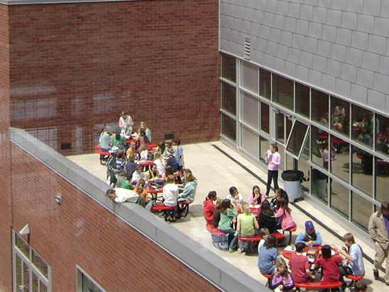 Kids enjoying lunch outside at Aspen Middle School where BG provided MEP, lighting, and commissioning services